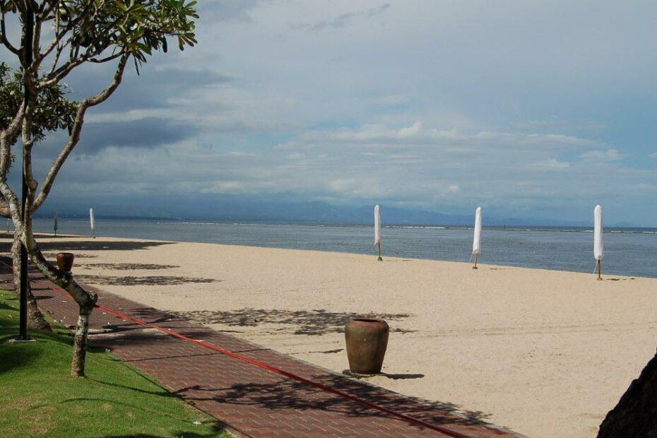 Pantai Sanur salah satu pantai yang bisa menjadi alternatif wisata selain pantai Kuta dan Legian