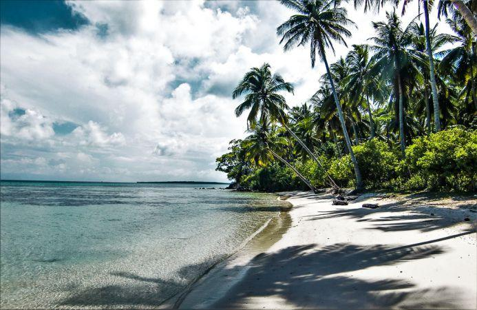 Panatai eksotis di pulau-pulau kecil sekitar karimun jawa