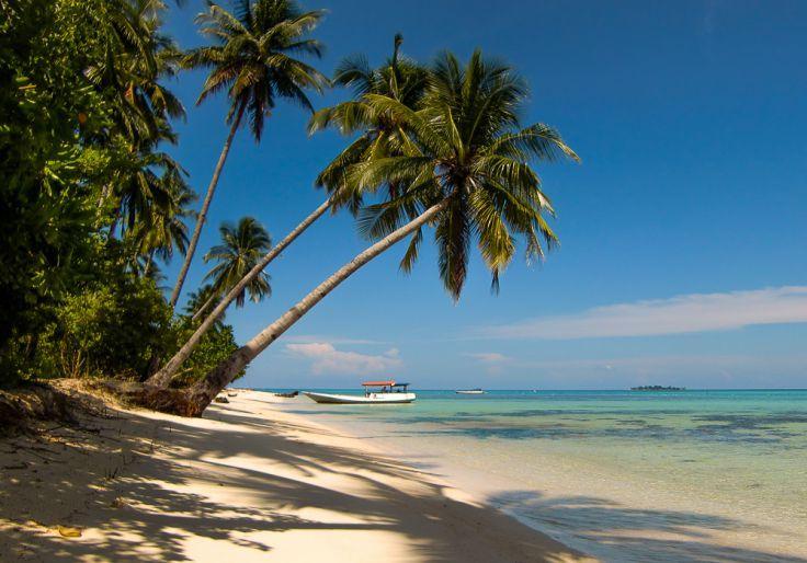 Pantai pertama yang kita singgahi saat memulai tour laut.