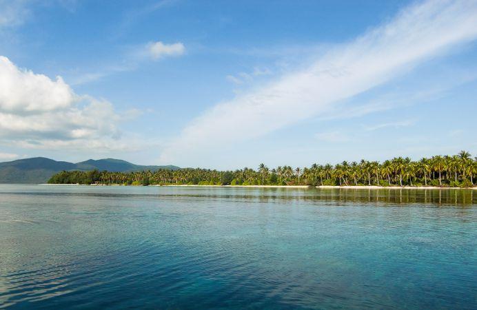 Lokasi sekitar pulau menajangan, lokasi snorkling ibarat kolam yang dibuat alam