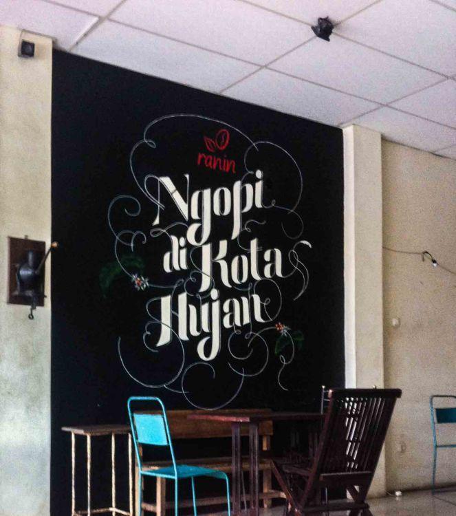 Salah satu tag line Kopi Ranin Bogor, ngopi di kota hujan.