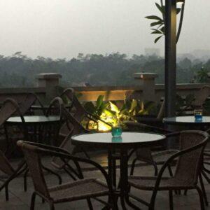Buat yang suka nongkrong bisa menikmati kenyamanan di Tier Siera Cafe & Restoran.