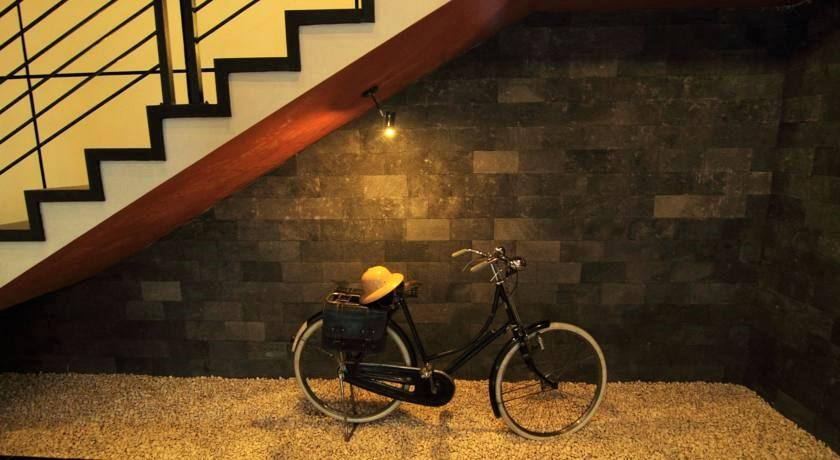 Sepeda Ontel Salah Satu Ornamen di Puri Chorus