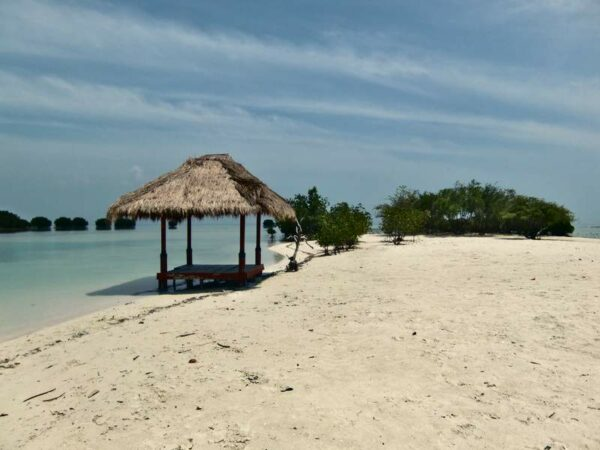 Pantai Pasir Perawan yang paling bagus di Pulau Pari diantara pantai lainnya.