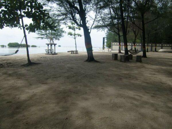 Pantai Bintang yang sangat teduh, tidak terasa siang yang terik