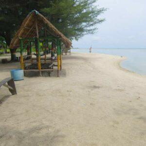 Nongkrong paling enak di Pulau Pari di Pantaai Bintang
