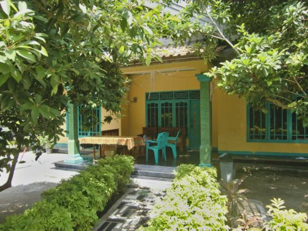 Homestay yang dikelola dan dimiliki Pak Ujang, pilihan kita untuk bermalam di Pulau Pari