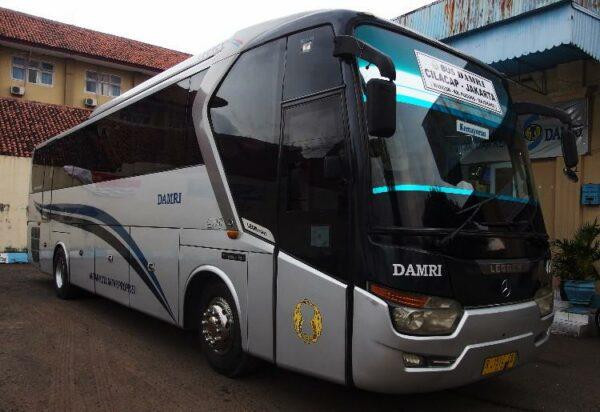 Bus Damri Cilacap Jakarta dengan kondisi yang masih cukup layak