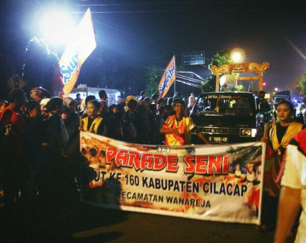 Salah satu parade seni dan festival dalam rangka ulang tahun kota Cilacap.