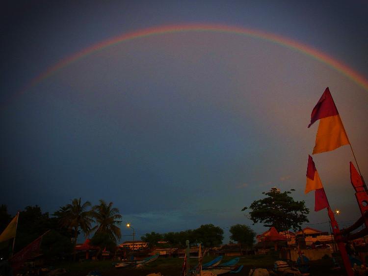 Pelangi setelah sun rise di Pantai Teluk Penyu Cilacap