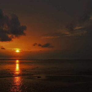 Menunggu sunset di Pantai Cibuaya