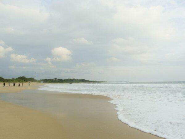 Pantai Pangumbahan dengan garis pantai yang sangat panjang.