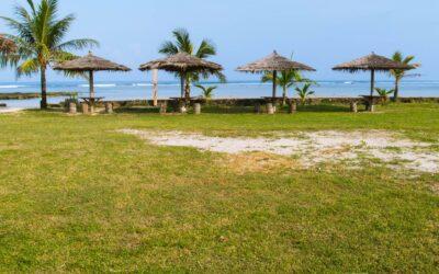 Tempat Bersantai di pinggir pantai Turtle Beach Hotel Ujung Genteng
